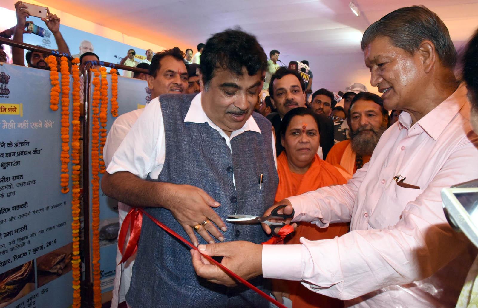 namaami gange Yojna ka shubharambh karte CM uttaarakhand evam nitin Gadkari Cabinet minister