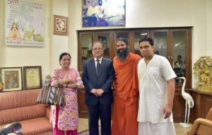 prachand-sapatni-ramdev-swami-v-acharya-balkrishna-se-bhent-karte