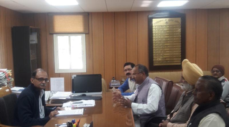 कर्मचारियों को सरकार द्वारा कोई पेंषन इत्यादि का लाभ नहीं- रघुनाथ सिंह नेगी