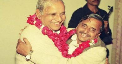 वरिष्ठ पार्टी नेताओ द्वारा मुख्यमंत्री से इस्तीफे की मांग