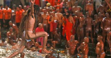 कुंभ मेले में पहला शाही स्नान 15 जनवरी 2019