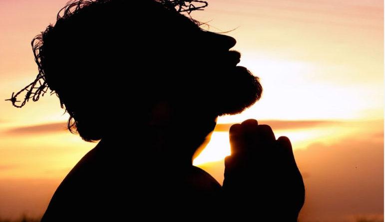 बाइबल त्रिएकत्व के बारे में क्या शिक्षा देती है?